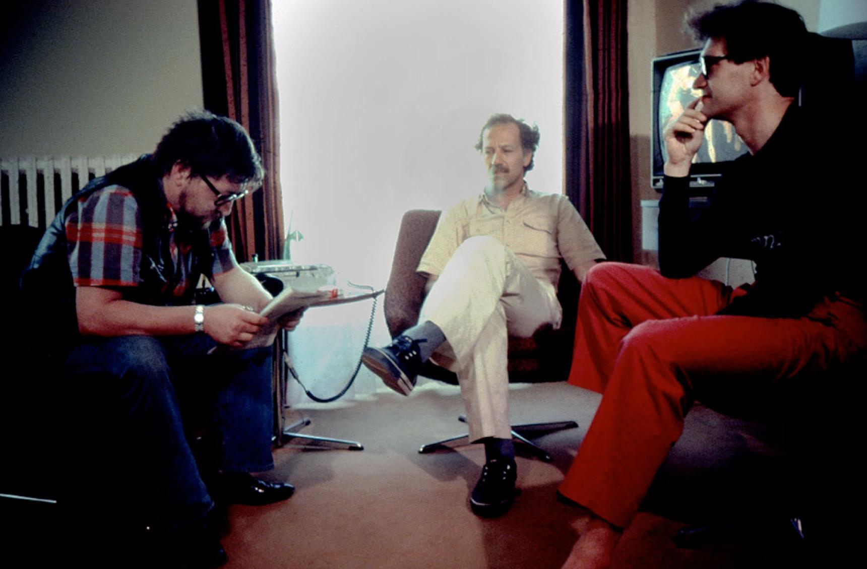 Fig. 7: CHAMBRE 666 (Wim Wenders, BRD/USA 1982), von links nach rechts: Rainer Werner Fassbinder, Werner Herzog, Wim Wenders