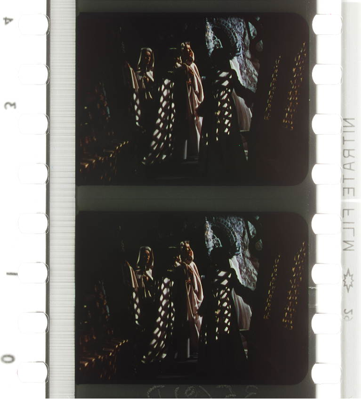 Figure 17: Cookie lighting projected through mashrabiyas onto the nuns' habits in BLACK NARCISSUS (Michael Powell / Emeric Pressburger, GB 1947). Credit: Academy Film Archive. Photographs of the Technicolor dye-transfer nitrate print by Barbara Flueckiger.