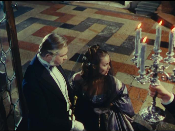 Figure 1: Staging and mise-en-cadre change the figure–ground relationship in motion. SENSO (Luchino Visconti, IT 1954). DVD screenshot.