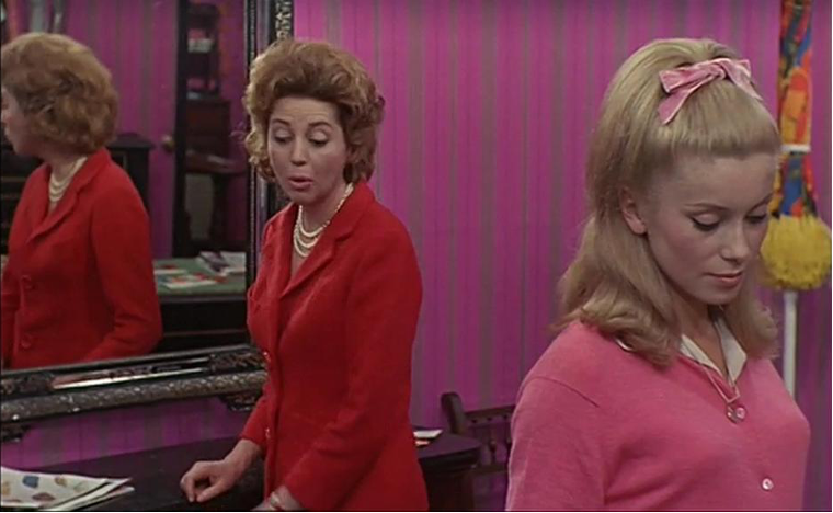 Figure 3: Clashing hues underscore the emotional changes of the mother-daughter relationship in LES PARAPLUIES DE CHERBOURG (Jacques Demy, FR 1964). DVD screenshots.